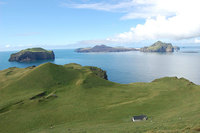 Крошечный дом на отдаленном исландском острове