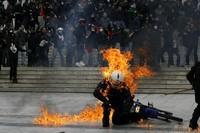 29 Сильных изображений массовых протестов со всего мира