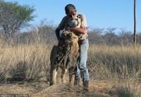 Он заменил семью одному из самых опасных хищников на Земле