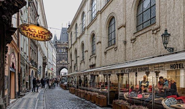Чешский пикап на улице праги фото 231-383