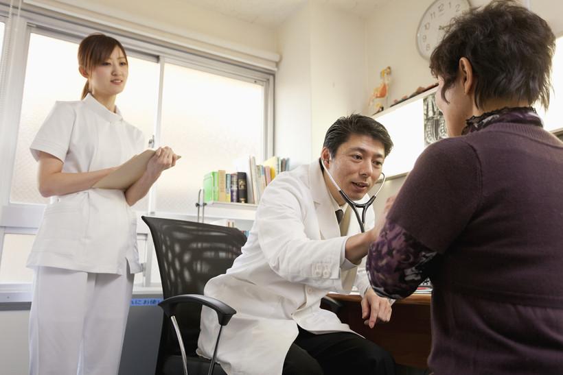 Медицинский осмотр японских девушек фото 462-1