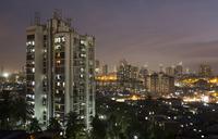 От грязных трущоб до шикарных кондоминиумов: вот как живут и платят за жилье в Мумбаи