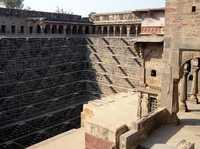 Колодец Чанд Баори в Индии