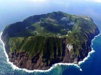Жителям этого острова постоянно угрожает смертельная опасность