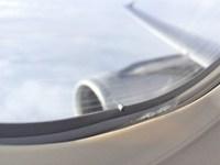 Загадочная маленькая дырочка в иллюминаторе самолета