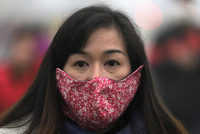 Защитные маски стали частью моды в Китае