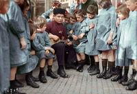25 сенсационных раскрашенных снимков о том, как жили русские люди в 1900-1965 годах