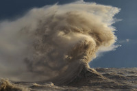 18 невероятных снимков о силе волн на грозном озере Эри