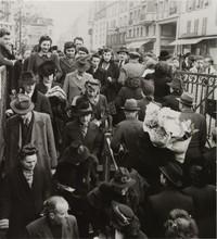 16 драматических снимков Парижа, живущего в оккупации немецких войск