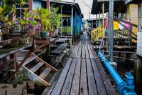 Крупнейшее поселение на воде — Кампонг Айер в Брунее. Так живут 30 000 человек!