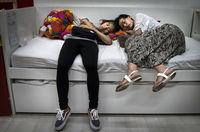 14 «сонных» фото китайцев, доказывающих, что подремать никогда и нигде не стыдно