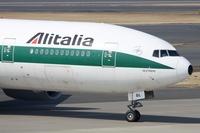 Самолет авиакомпании AlItalia