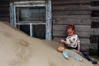 Жители этого российского села погибают под завалами песка
