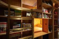Новый хостел в Киото предлагает постояльцам спать на книжных полках!
