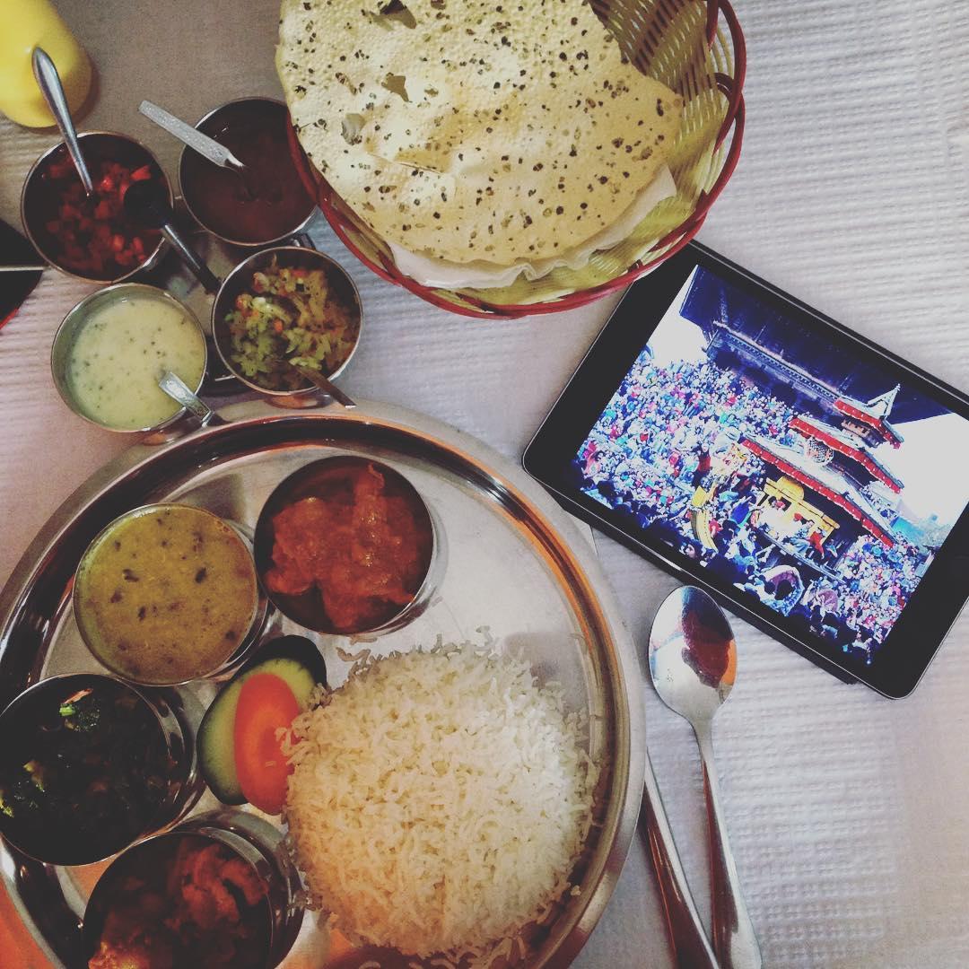 К новогоднему столу: 10 традиционных и оригинальных праздничных салатов изоражения