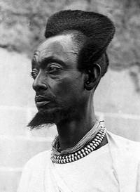 Эти 100-летние фото показывают, какими были традиционные прически в Руанде