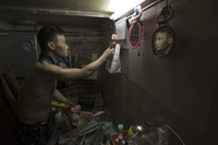 «Дома-гробы» из Гонконга, жизнь в которых кажется безумием