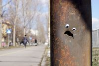 В Болгарии к сломанным уличным объектам начали прикреплять смешные глаза