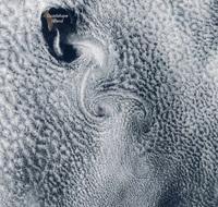 Удивительное атмосферное явление над самым отдаленным островом в мире
