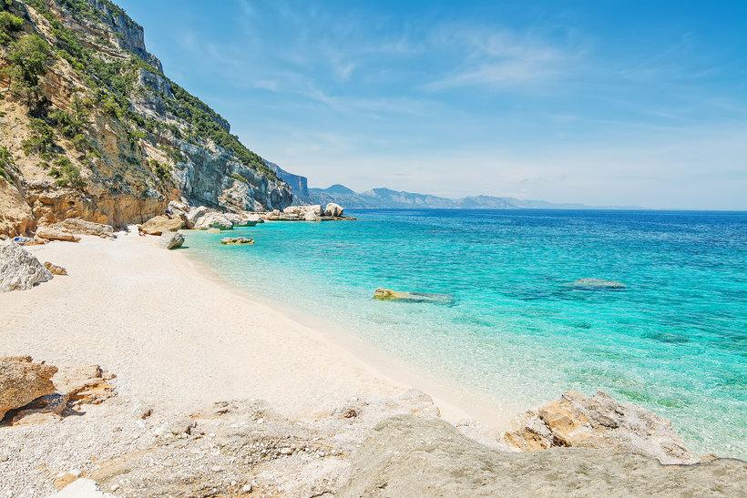 Туристы заплатят по тысяче евро за кражу песка с пляжа
