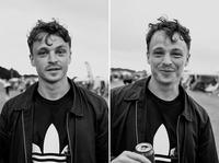 Фотограф сделала снимки людей на фестивале до и после того, как она их поцеловала