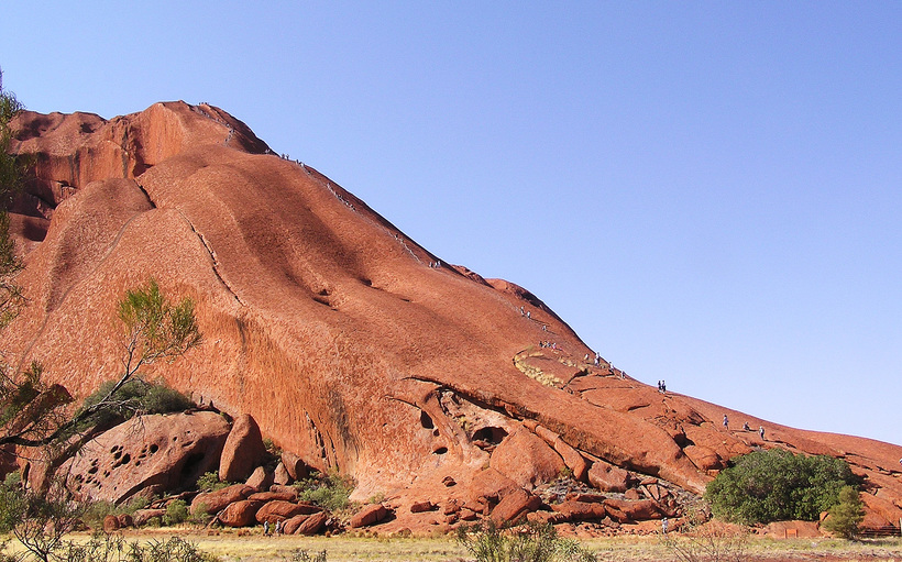 Последний шанс покорить Улуру: правительство Австралии закрывает знаменитую гору