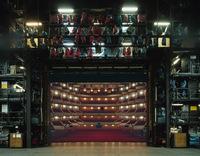 Зазеркалье: за кулисами самых известных театров Европы