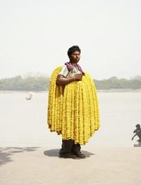 Продавцы с крупнейшего рынка цветов в Индии, самого благоухающего и колоритного