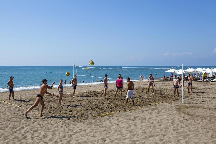 Пляж Белека в мае