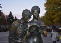 Скульптура на Красной улице. Вы их узнали.
