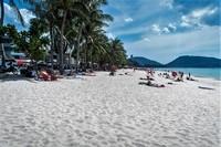 На пляже Патонга