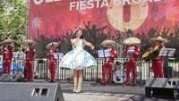 На фестивале Fiesta Broadway