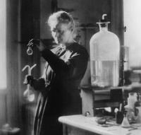 Почему останки Марии Кюри лежат в свинцовом гробу, а ее вещи нельзя трогать 1500 лет
