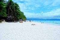 White beach в августе в солнечную погоду