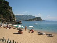 Будва: практически безлюдный пляж Могрен