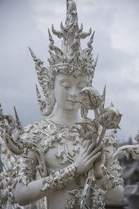 Почему белоснежный храм в Таиланде — это рай и ад одновременно