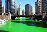 В День святого Патрика река окрашивается в изумрудный цвет