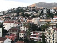 Вид на город с побережья. Херцег Нови, Черногория.