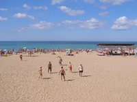 В июне в Саках ещё достаточно пустые пляжи