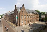 Музей занимает здание бывшего монастыря