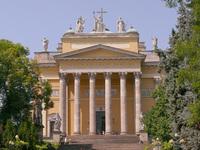 Парадный фасад Эгерской базилики