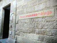 Вход в музей Фонда Пикассо. Малага.