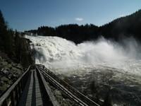 Fiskumfossen - знаменитый водопад лосося в июле