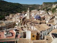 Испанский город Буньоль летом