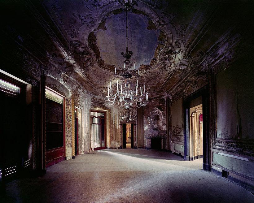 Заброшенные итальянские дворцы в невероятных снимках французского фотографа
