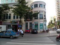 Санья: даже в низкий сезон движение на улицах активное