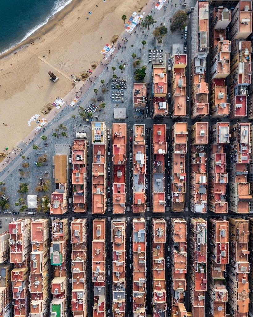 Дрон-снимки Барселоны, демонстрирующие потрясающую гармонию городской архитектуры