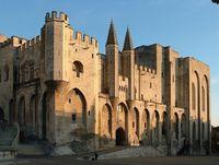 Фасад дворца выглядит многообещающе