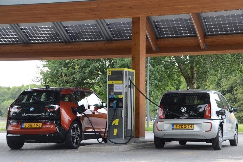 В Амстердаме запретят бензиновые и дизельные автомобили