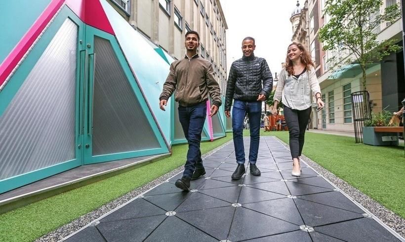 Необычная тротуарная плитка, которая может генерировать энергию при помощи пешеходов